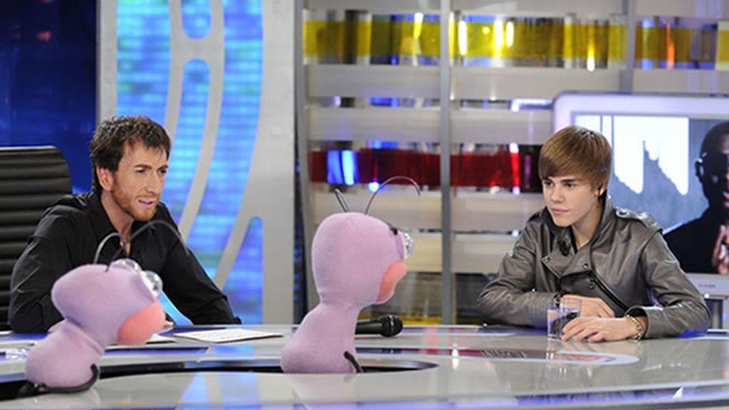 Justin Bieber, atento a las anécdotas de las hormigas