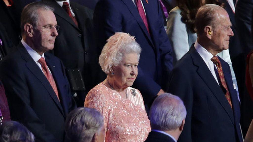 La reina Isabel II y su esposo el príncipe Felipe, duque de Edimburgo en la ceremonia de inauguración de los Juegos Olímpicos Londres 2012