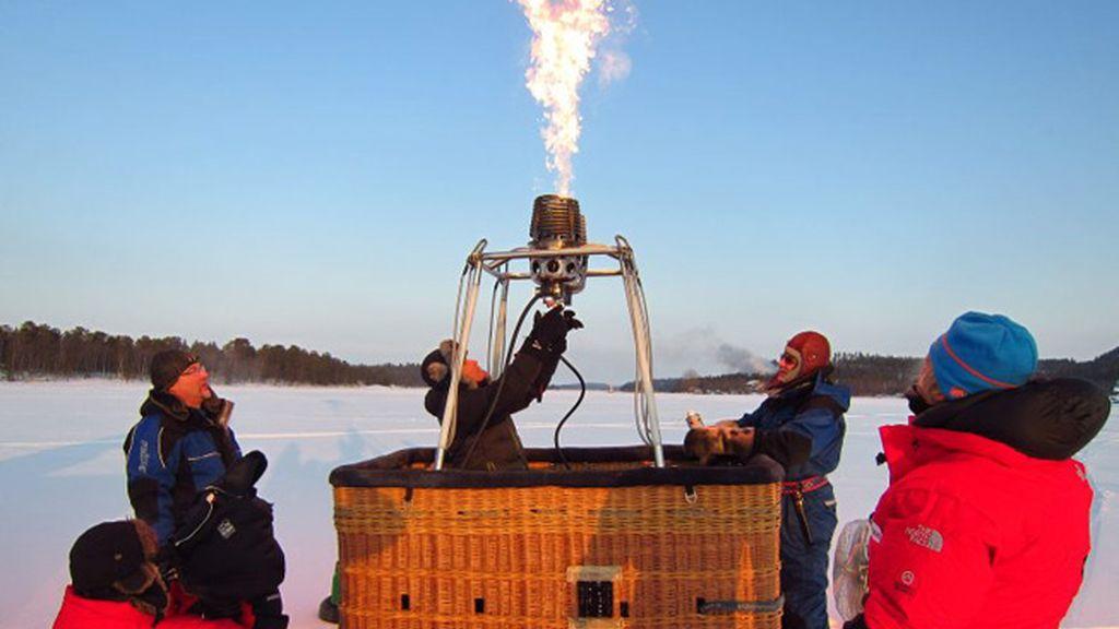 ¡Sobrevolamos en globo el lago helado más grande de Laponia!