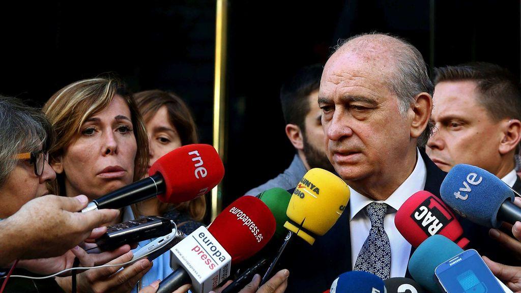 Jorge Fernández Díaz habla con los medios tras el minuto de silencio