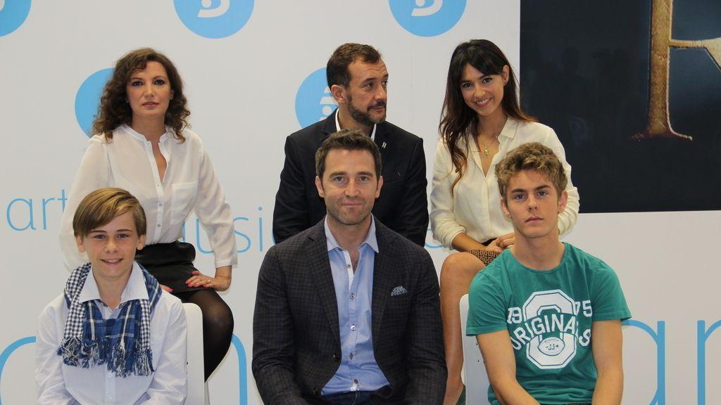 Los actores de 'El Rey' durante la presentación de la mini-serie