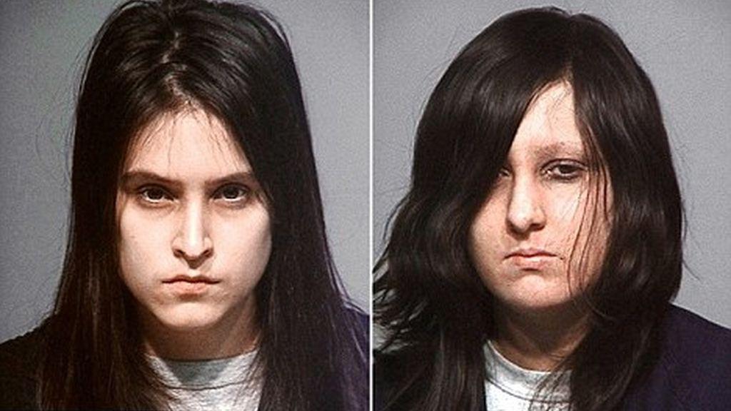 Las dos torturadoras, que no han sido acusadas formalmente, tenían en su poder libros satánicos y de magia negra.