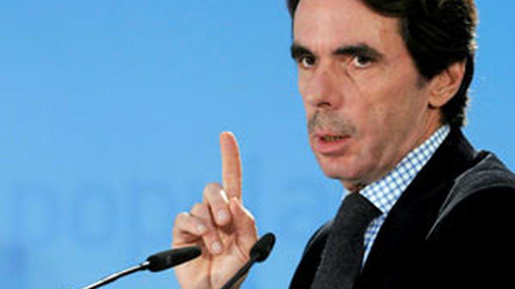 El ex presidente del Gobierno José María Aznar durante su intervención en la inauguración de la I Cumbre del PP en el Exterior. Vídeo: Informativos Telecinco.