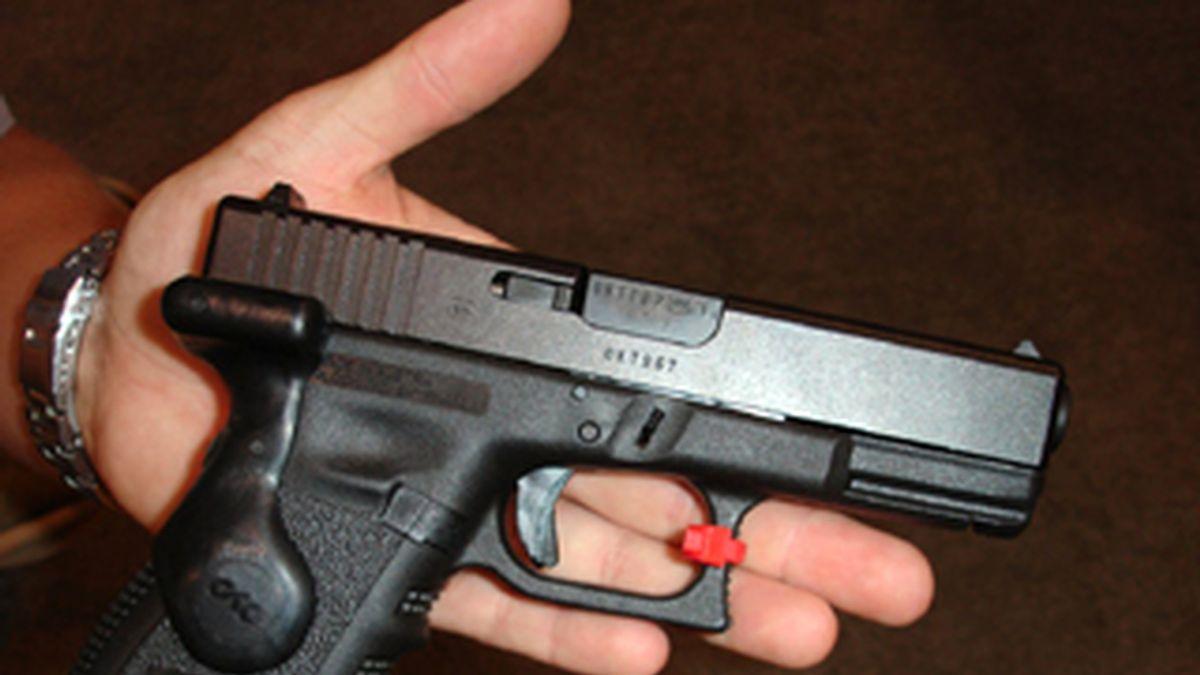 Han crecido exageradamente las ventas del modelo de pistola utilizado por el autor de la matanza de Tucson, según las cifras oficiales de los vendedores de arma. Foto archivo