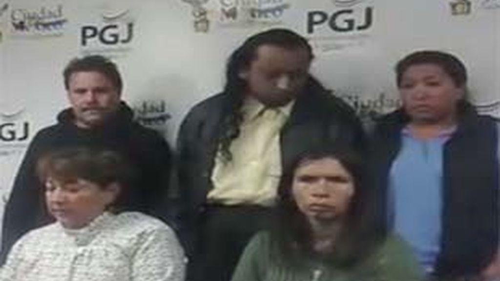 Imagen de cinco de los detenidos por intentar cambiar al pequeño por uno terrenos