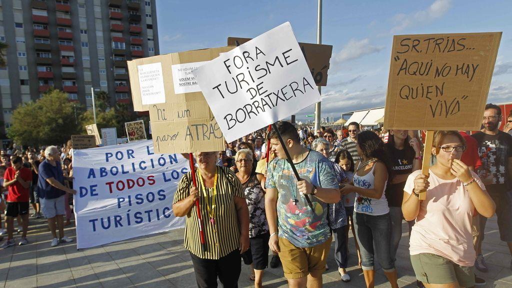 Protestas vecinales en la Barceloneta. Foto:EFE