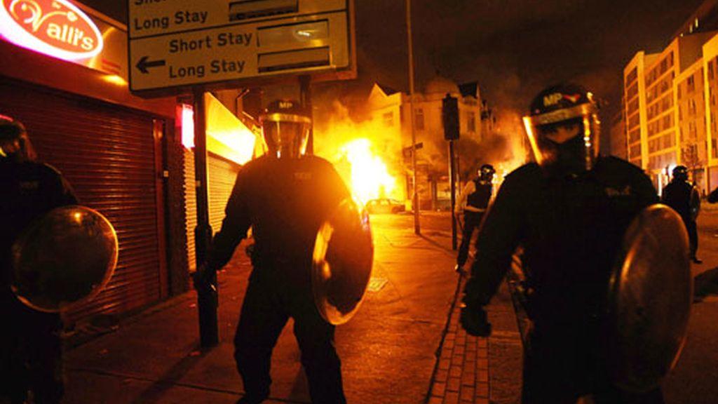 Edificio en llamas en el barrio de Croydon (Londres)