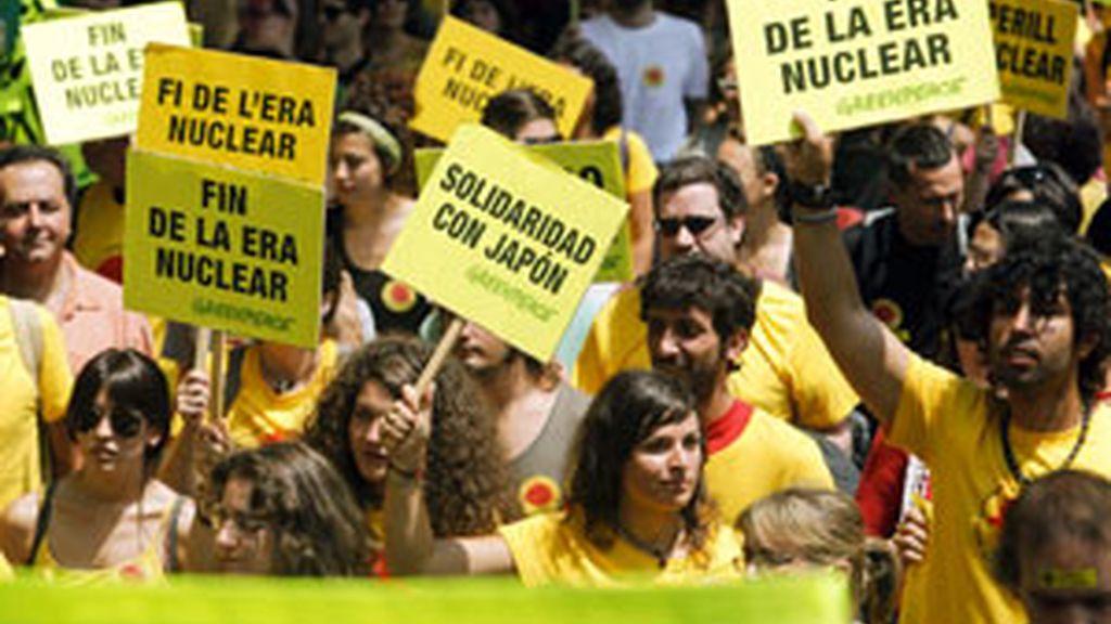 2.500 personas se manifiestan en Barcelona contra las centrales nucleares