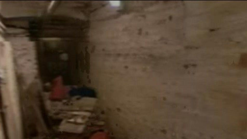 Hallan dos cadáveres en un sótano