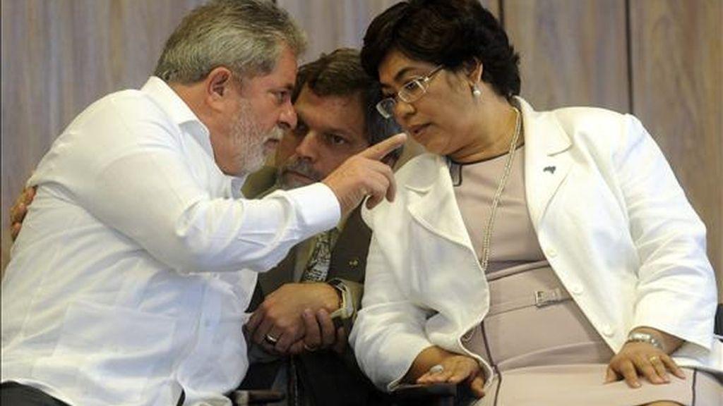 El mandatario brasileño, Luiz Inácio Lula da Silva (i), acompañado de la ministra de la Presidencia, Erenice Guerra (d), el pasado 26 de agosto. EFE/Archivo