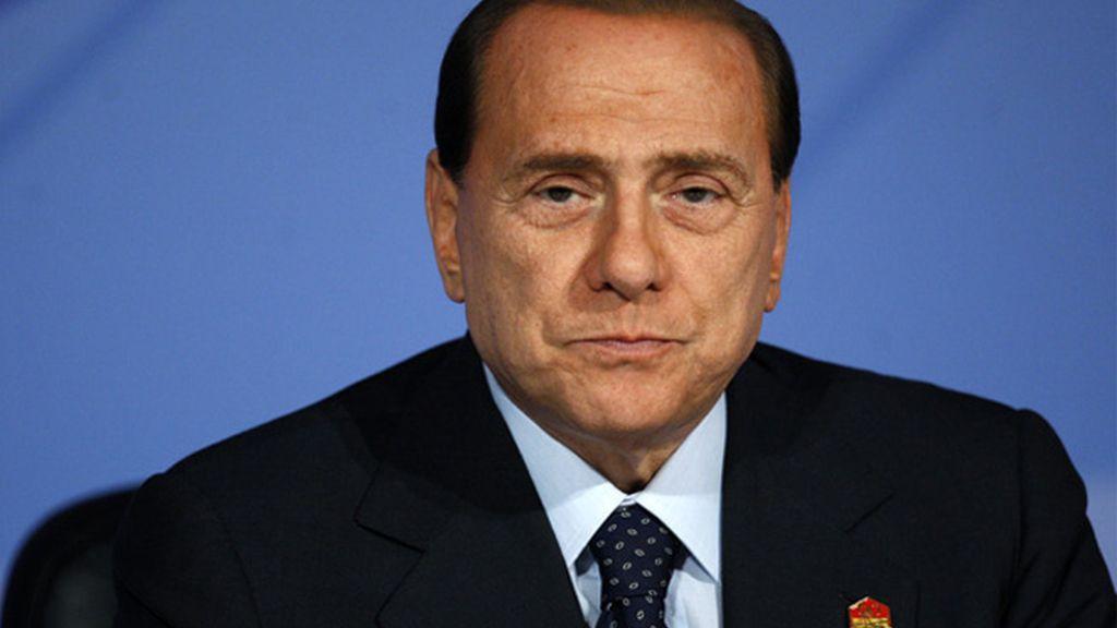Abandonan el gobierno de Berlusconi tres partidarios de Fini