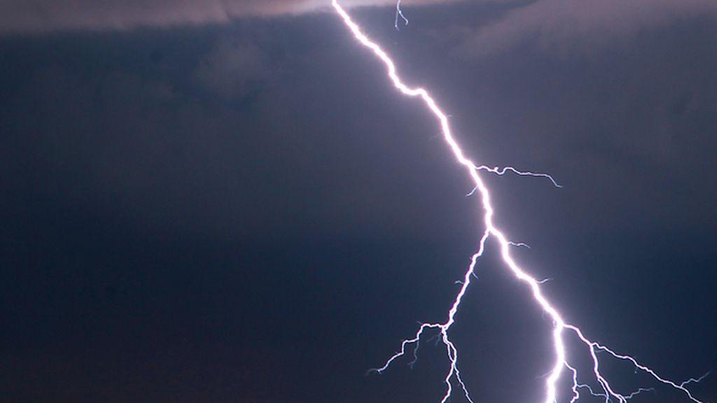 rayo, tormenta eléctrica
