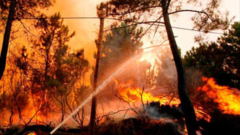 El incendio de Benirrás está descontrolado y ha arrasado ya unas 400 hectáreas
