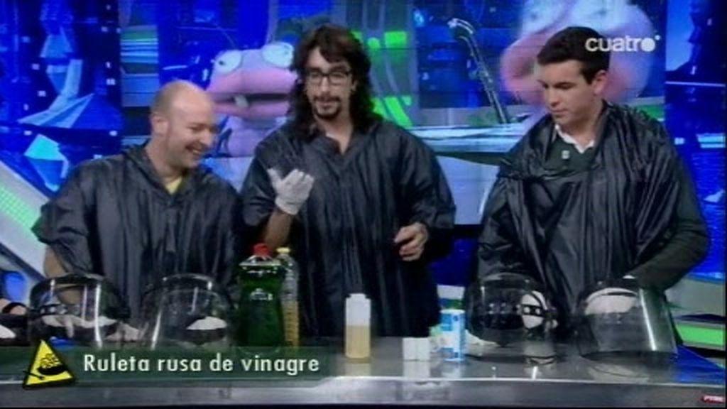 Marron propone una ruleta rusa de vinagre a Mario Casas y Vicente Romero