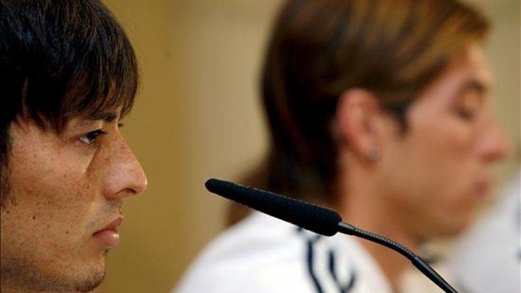Los jugadores de la selección española David Silva (i), y Sergio Ramos (d), durante una rueda de prensa. EFE/Archivo