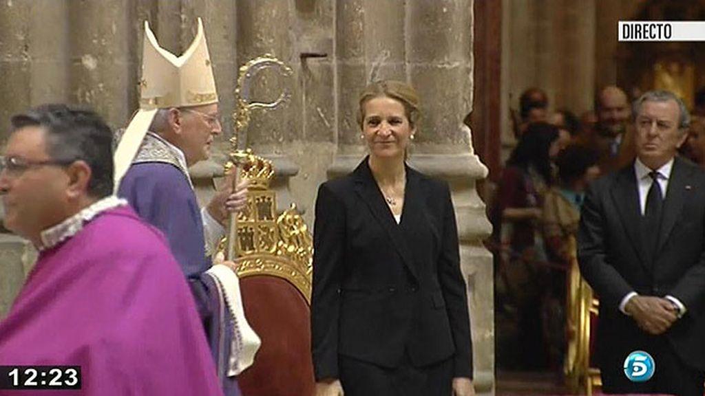 La Infanta Elena presidió el funeral de doña Cayetana
