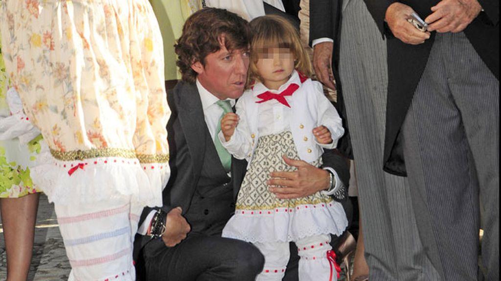 Colate, muy pendiente del pequeño Andrea Nicolás