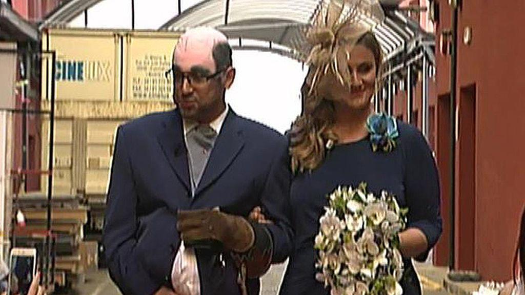 Hernández y Carlota 'contraen matrimonio' como si del DJ y su novia se tratara