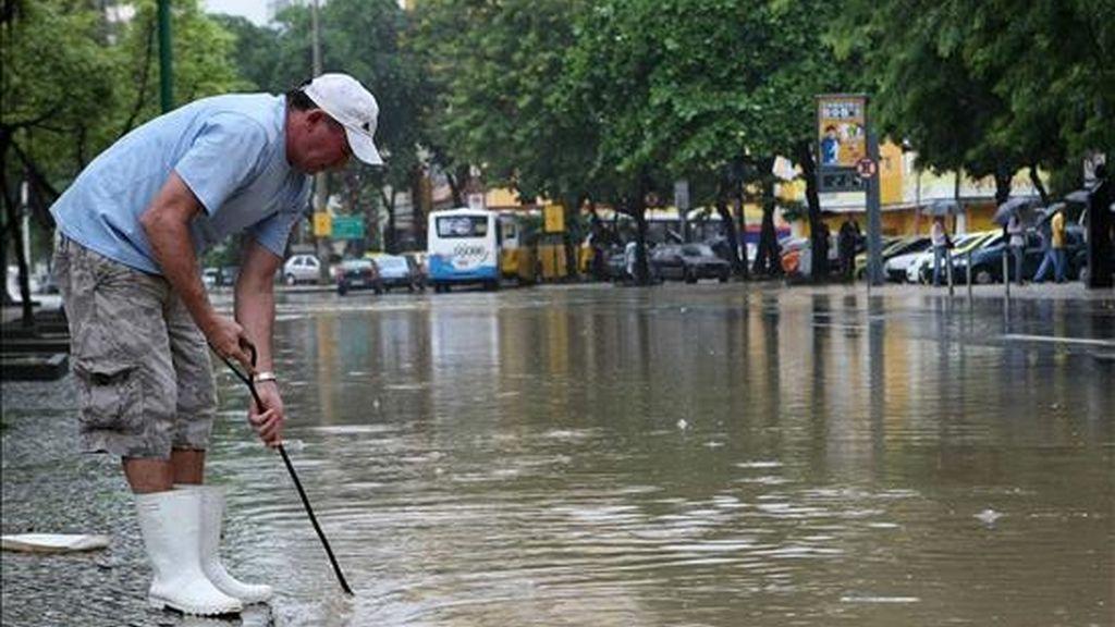 Casi un centenar de muertos por las intensas lluvias. Vídeo: Informativos Telecinco.