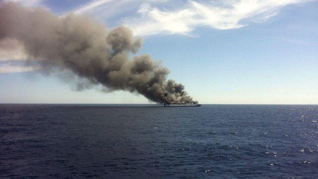 Evacuado por un incendio un ferry de la ruta Palma-Valencia