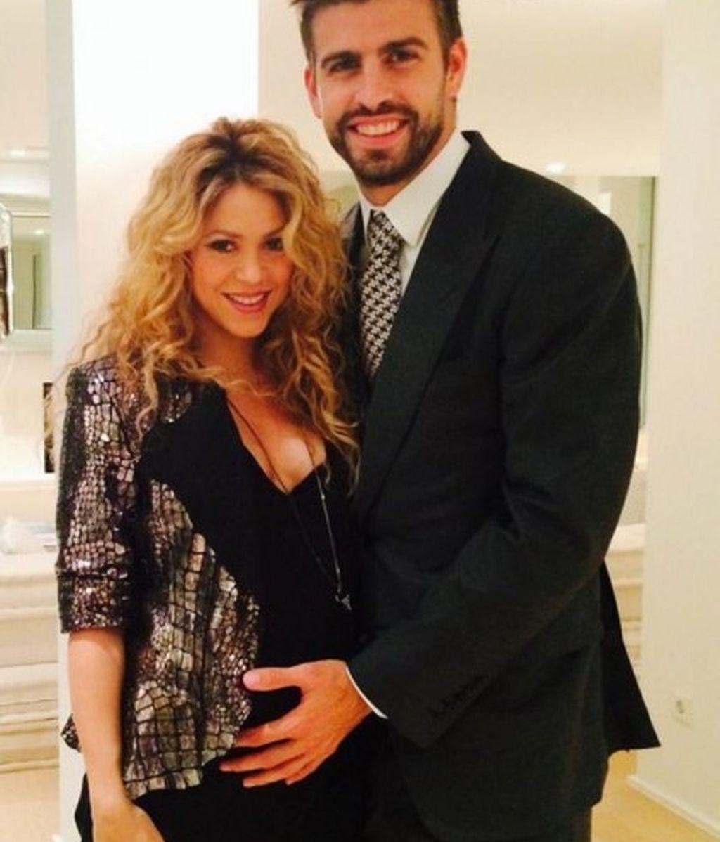 Shakira y Piqué presumen de barriga
