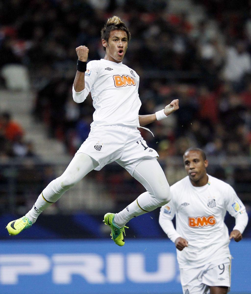 Neymar, celebrando son gol con el Santos en la semifinal del Mundialito