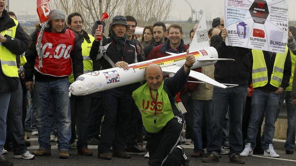 Trabajadores de Iberia protestan en el madrileño aeropuerto de Barajas