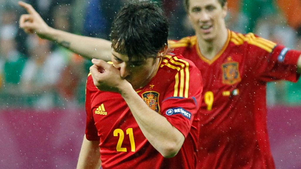 Silva se besa su muñeca izquierda para celebrar su gol