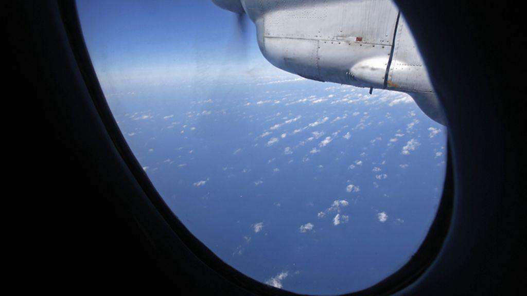 Continúa sin resultado la búsqueda del avión malasio desaparecido en el sudeste asiático