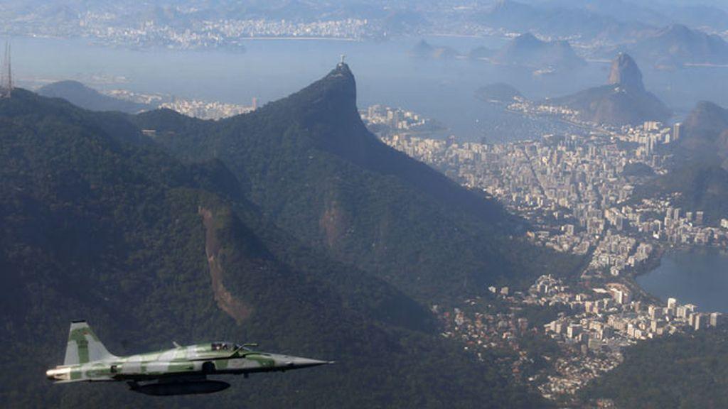 Avión del ejército en Río de Janeiro