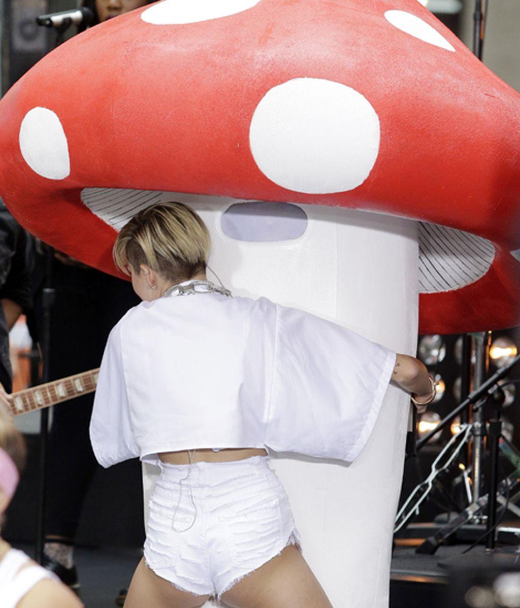 Miley Cyrus entrevistada en el Saturday Night Live