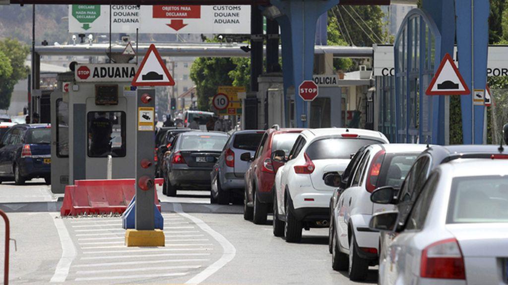 Arrollado por un coche un agente de la Guardia Civil en la aduana de Gibraltar