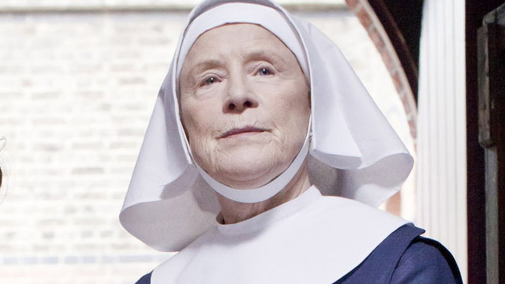 La Hermana Monica Joan (interpretada por Judy Parffit)