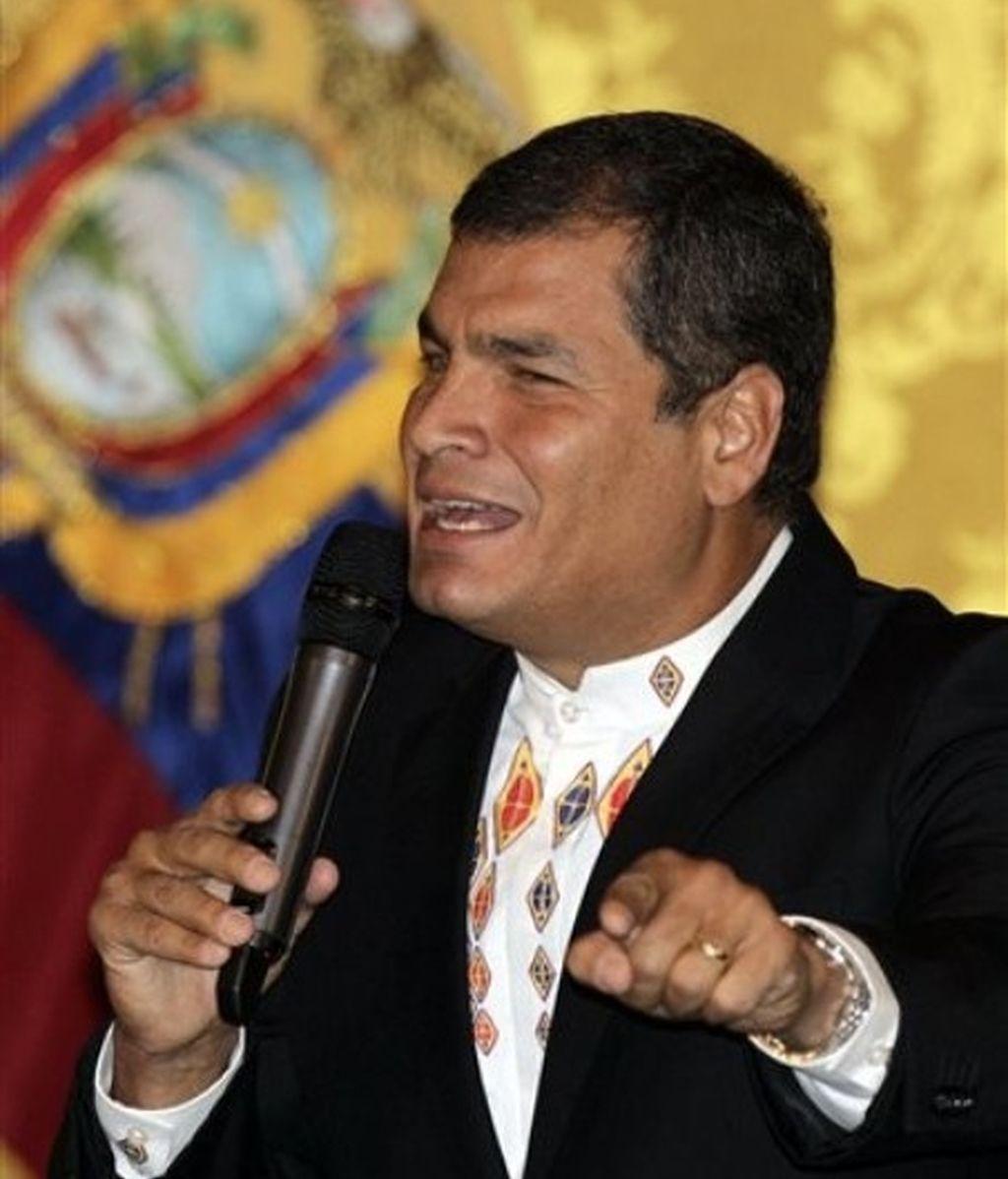 """El presidente de Ecuador leyó desde el palacio de Gobierno su """"carta al pueblo ecuatoriano"""" en la que anuncia su perdón a los periodista, a pesar de que la condena era """"merecida""""."""