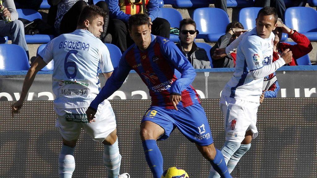 El Levante se enfrenta al Granada. Foto: EFE