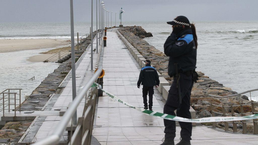 Más de 50 efectivos buscan buscan al joven desaparecido por un golpe de mar en Fozbuscan