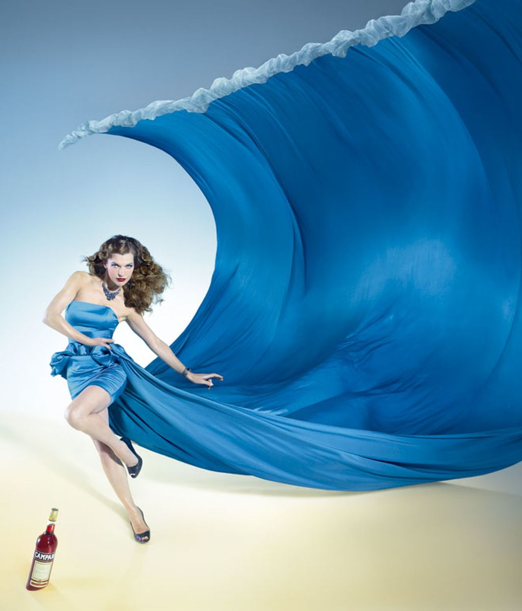 Milla Jovovich anuncia el fin del mundo en el calendario Campari