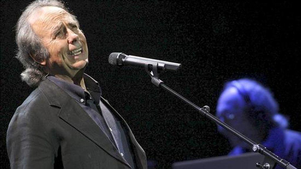 """El cantautor español Joan Manuel Serrat  está de gira en Argentina para presentar su más reciente trabajo, """"Hijo de la luz y de la sombra"""". EFE/Archivo"""