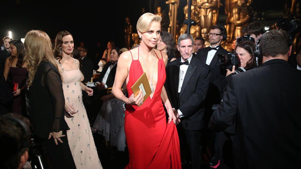 Emily Blunt y Charlize Theron deslumbraron durante la ceremonia