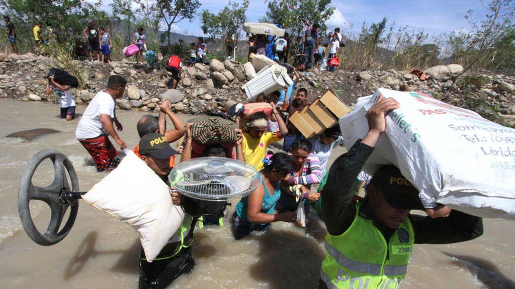 Venezuela expulsa a los colombianos tras el cierre de la frontera