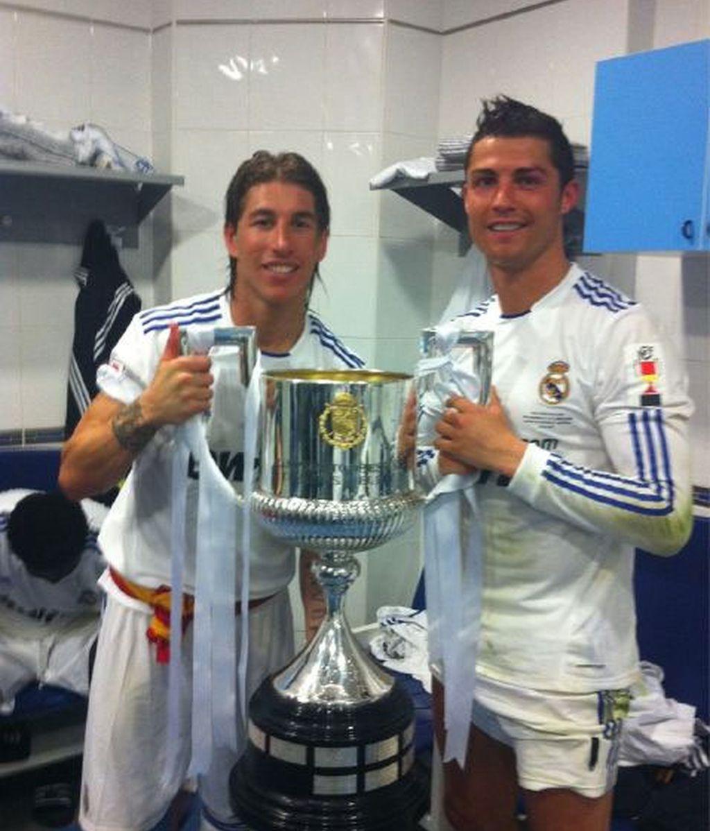Sergio Ramos con Ronaldo y la Copa, vía Twitter