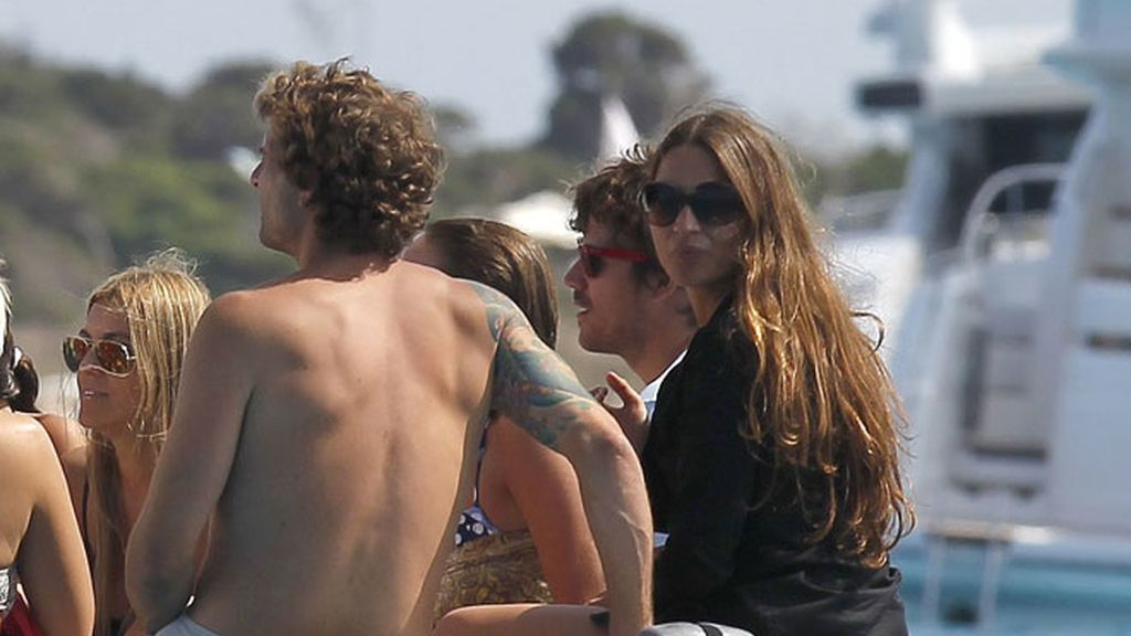 Dani Martín aparca la gira para disfrutar de Ibiza con su novia Huga