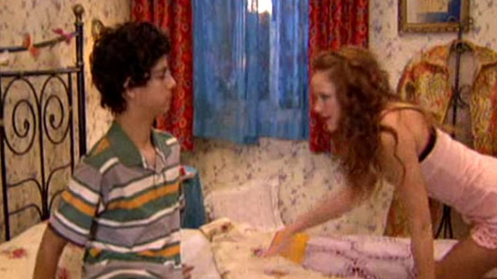 Lorena en la cama con Fidel