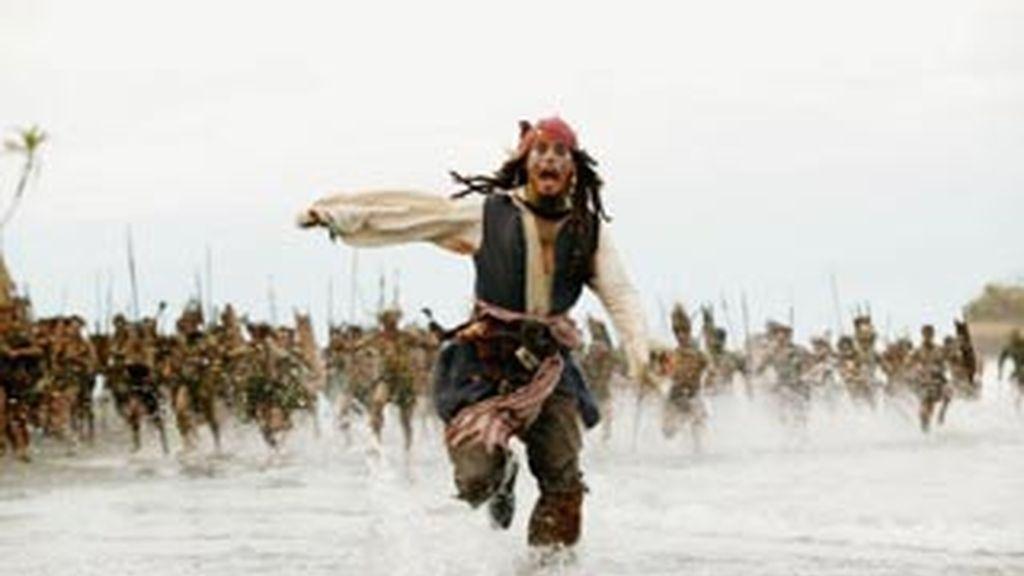 Depp rehuye los pechos artificiales. Foto: Archivo.