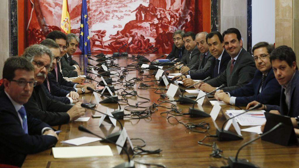 Reunión de los partidos políticos en el Congreso para intentar recortar el gasto de la campaña electoral