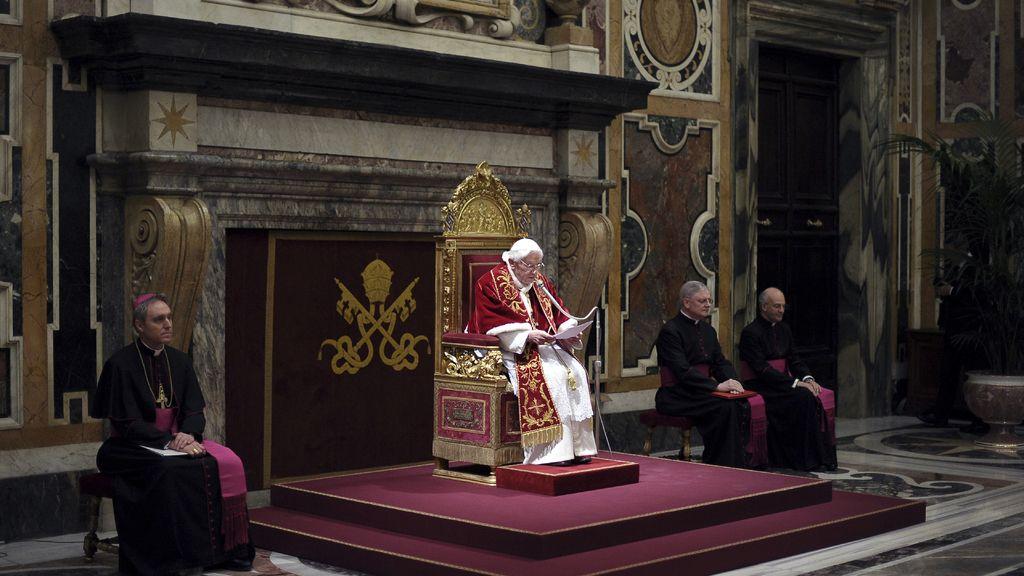 Benedicto XVI se despide de los Cardenales