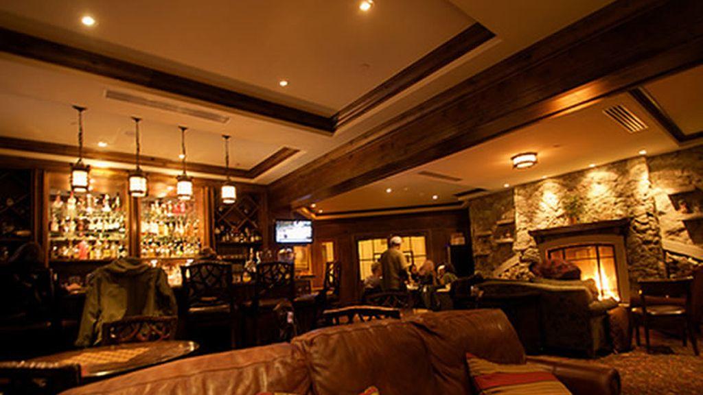 Uno de los atractivos de Aspen son sus rústicos bares de madera y pizarra, ideales para relajarse después de una agotadora sesión de esquí