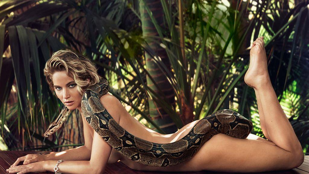 Jennifer Lawrence, al desnudo y con una boa