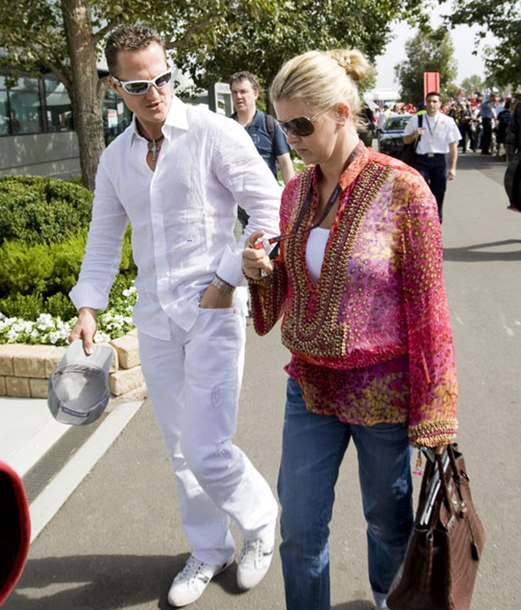 Michael Schumacher junto a su esposa