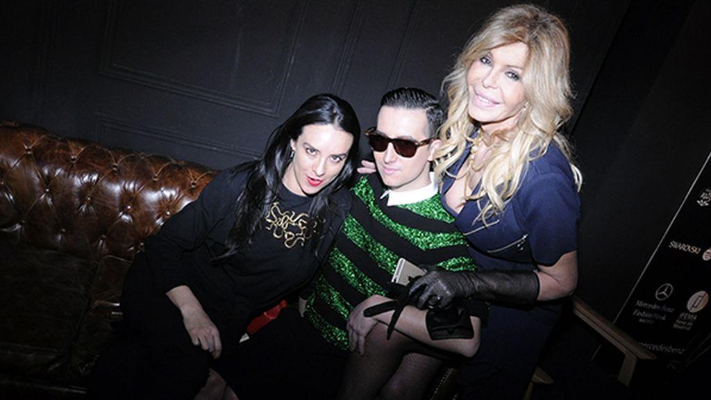 Con Ariadne Grant y Bibiana Fernández, que, como yo, iba vestida de Davidelfín